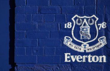 "L'Everton F.C. a ""braccetto"" con il suo betting partner all'interno dello stadio."